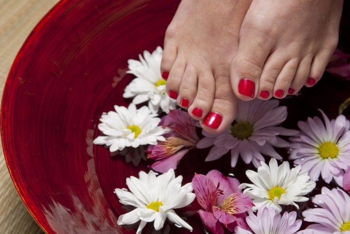 Pedikúra, masáže a ošetření nehtů
